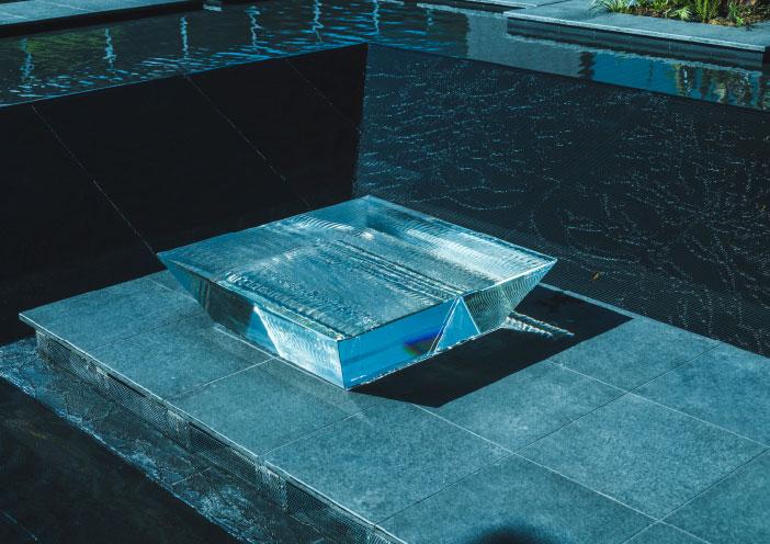 水のテラス ベンチ